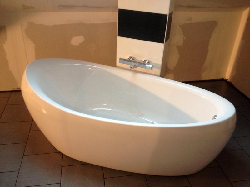 Salle de bains - Baignoire centrale design ...